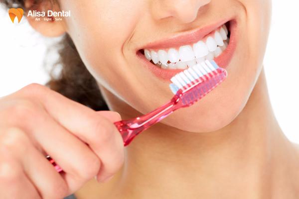 Bọc răng sứ nên kiêng gì 2