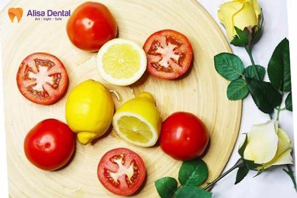 cách làm trắng răng bằng cà chua2