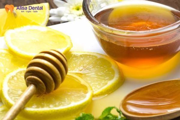 Cách làm trắng răng bằng mật ong 2
