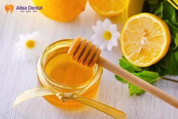 Cách làm trắng răng bằng mật ong 3