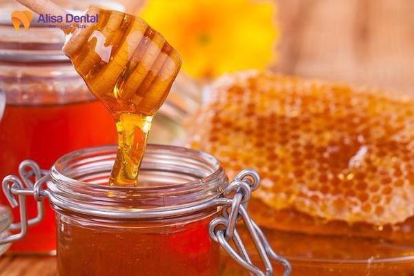Cách làm trắng răng bằng mật ong 1