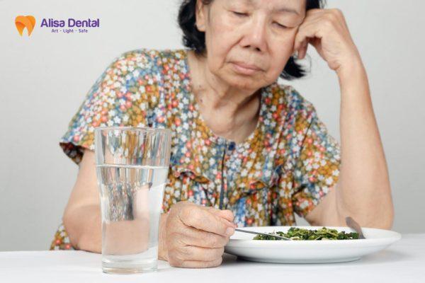 Cấy implant kiêng ăn gì 3