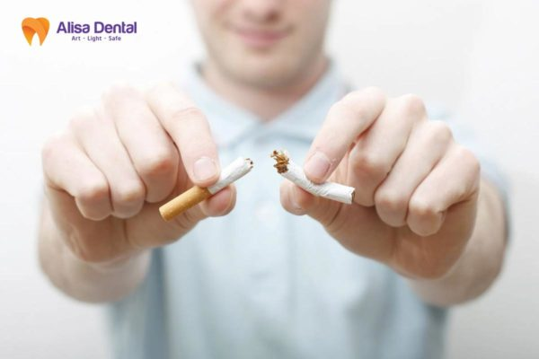 Không nên hút thuốc lá